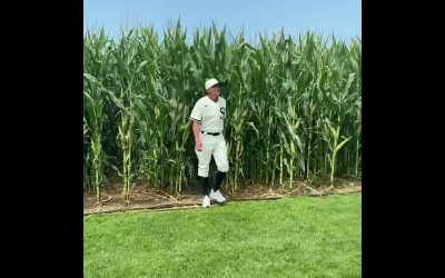 Watch: Joe McEwing Emerges from the Cornfield at the Field of Dreams Game in Iowa!